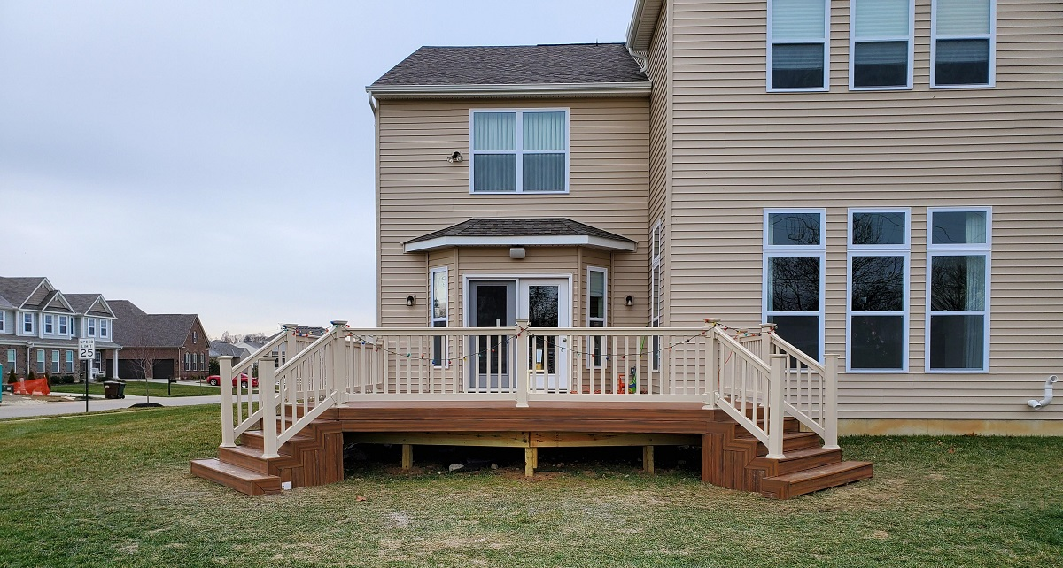 We-used-Mt.-Hope-vinyl-railing-for-the-new-deck-addition