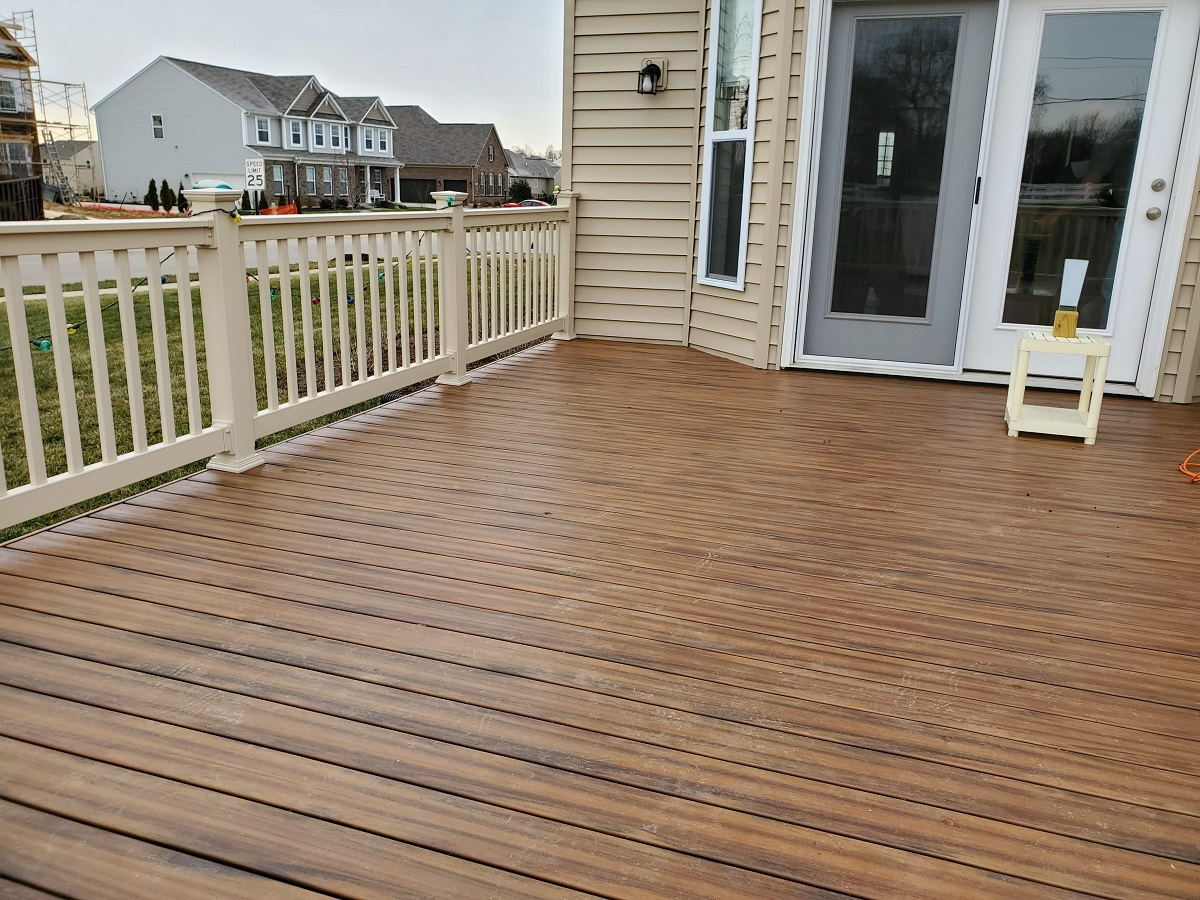 We-used-Armadillo-decking-in-the-Campfire-color