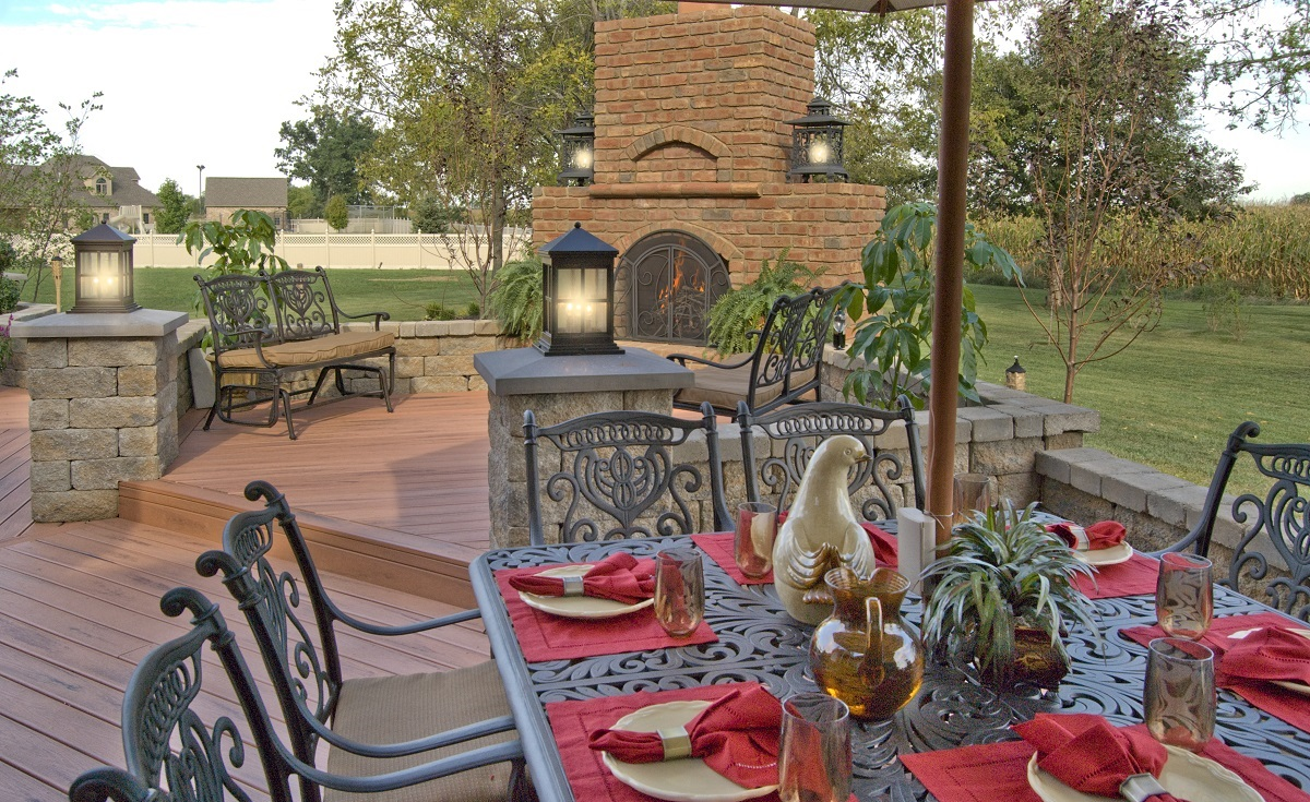 Consider-a-combination-outdoor-living-space