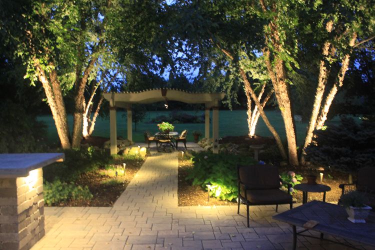 Northern Ohio paver patio and pergola lighting