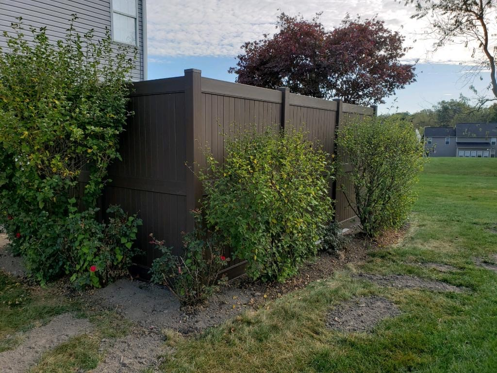 Fencing-replacement-around-hot-tub-area