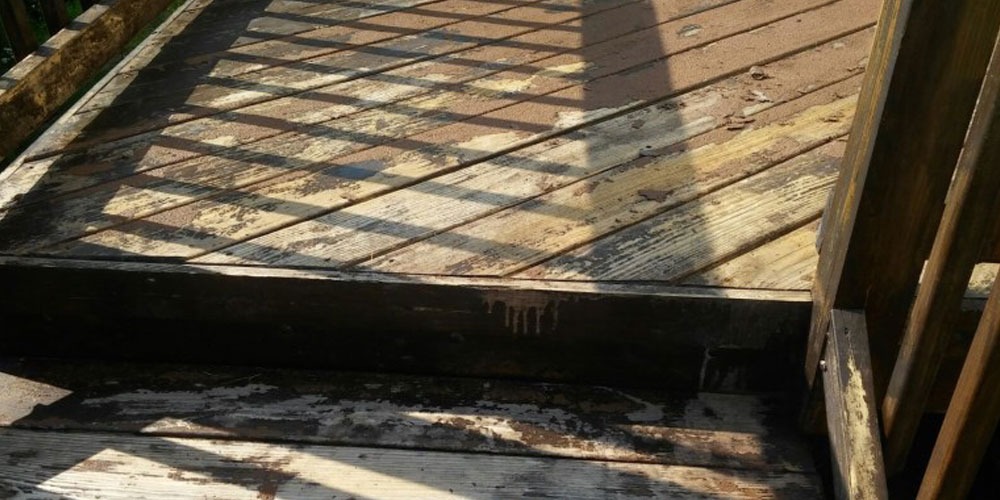 cleaning deck with bleach