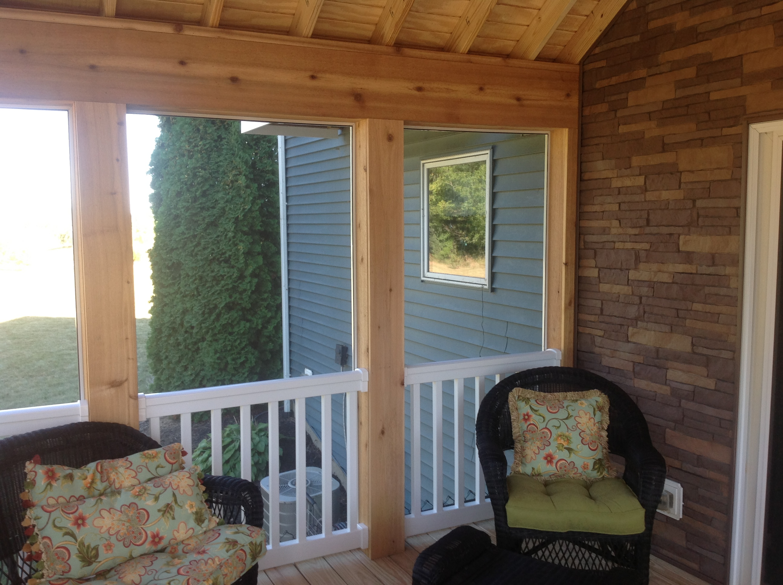 Screened-porch-in-Auburn-IN