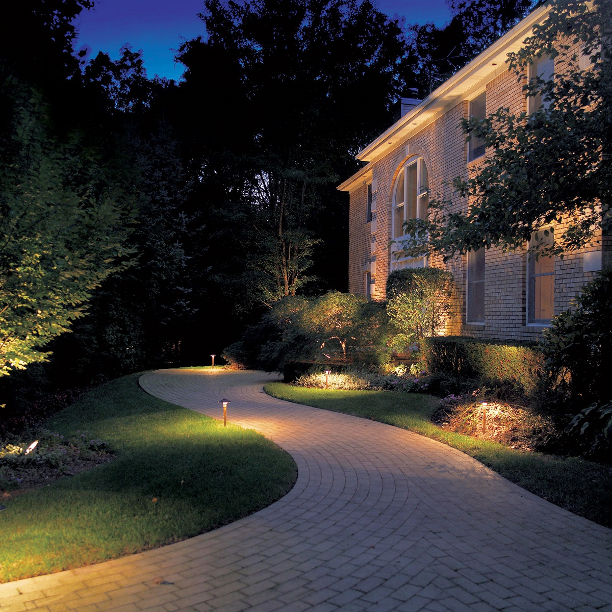 Welcome-home-to-Nashville-outdoor-lighting