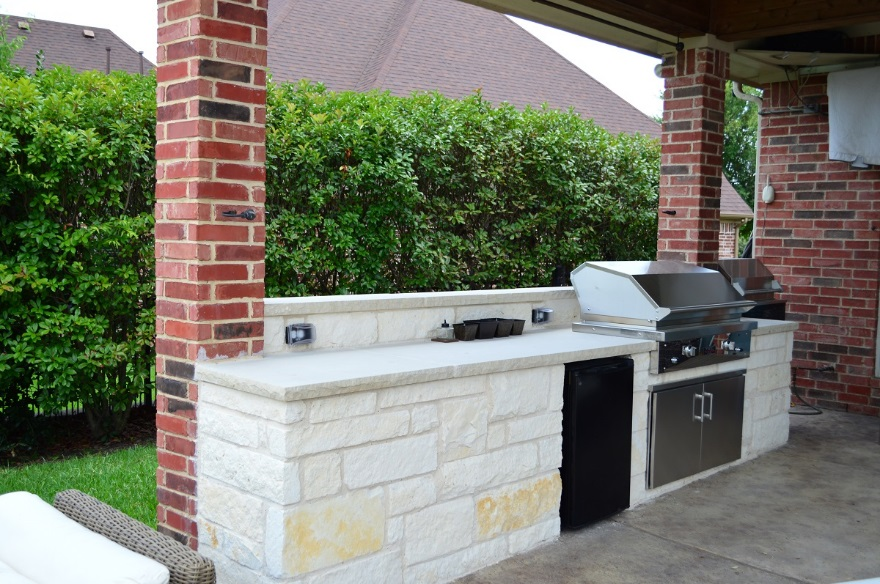 Charming-and-convenient-outdoor-kitchen
