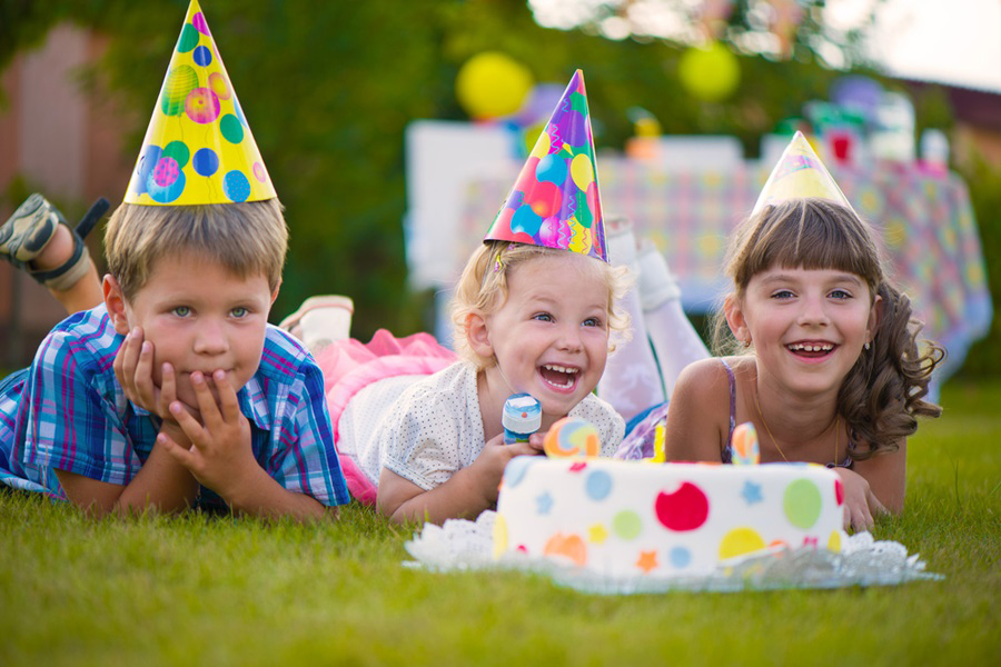 Children's outdoor birthday party