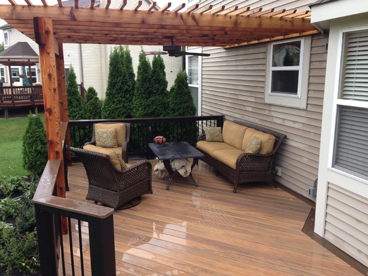 Dublin-OH-TimberTech-deck-with-integrated-overhead-pergola