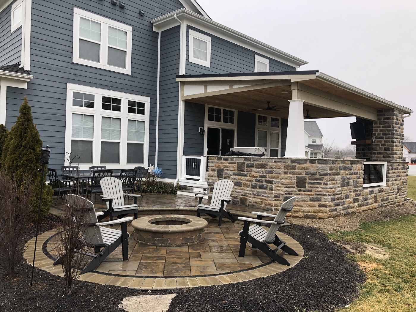 Plain-City-OH-outdoor-living-combination-with-custom-porch-cover