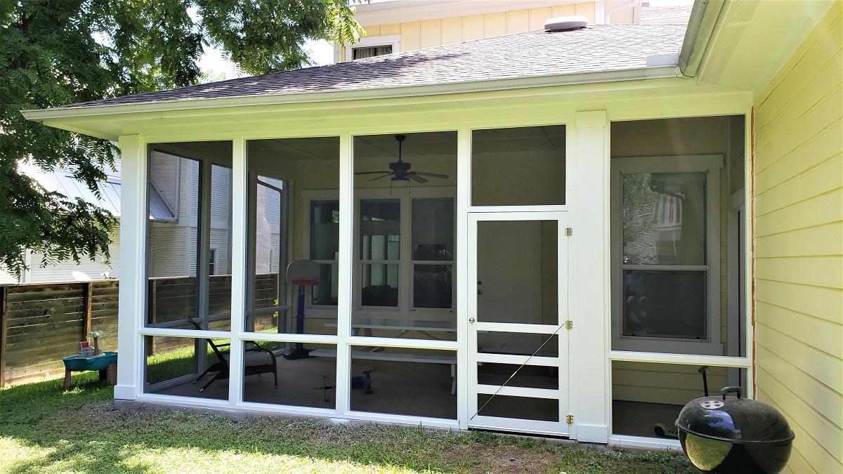 Screened-patio-in-Austin-TX