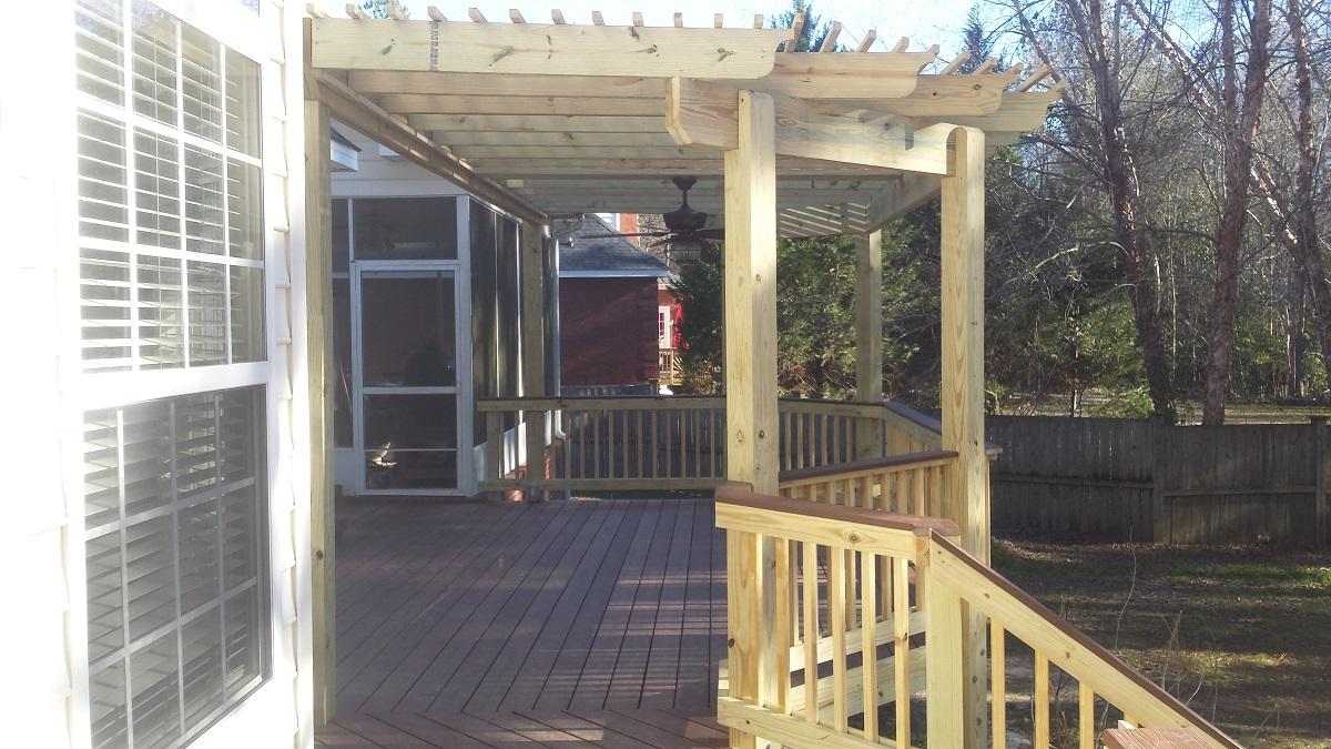 Deck-with-integrated-octagonal-pergola-in-Bonair-GA