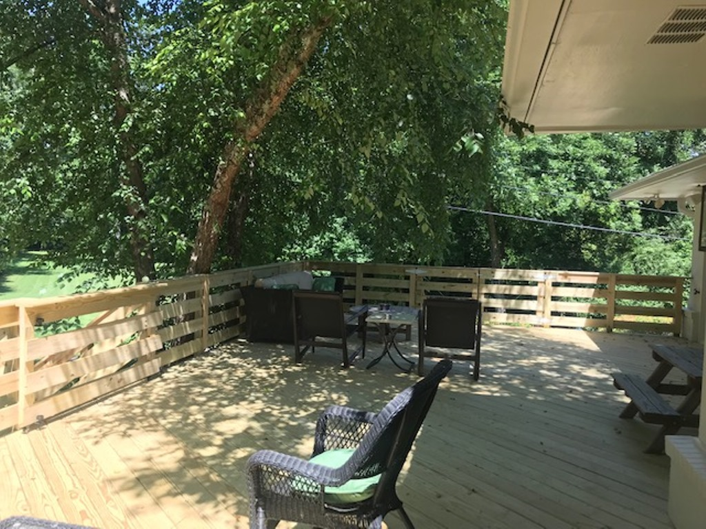 relaxing-and-private-deck-design