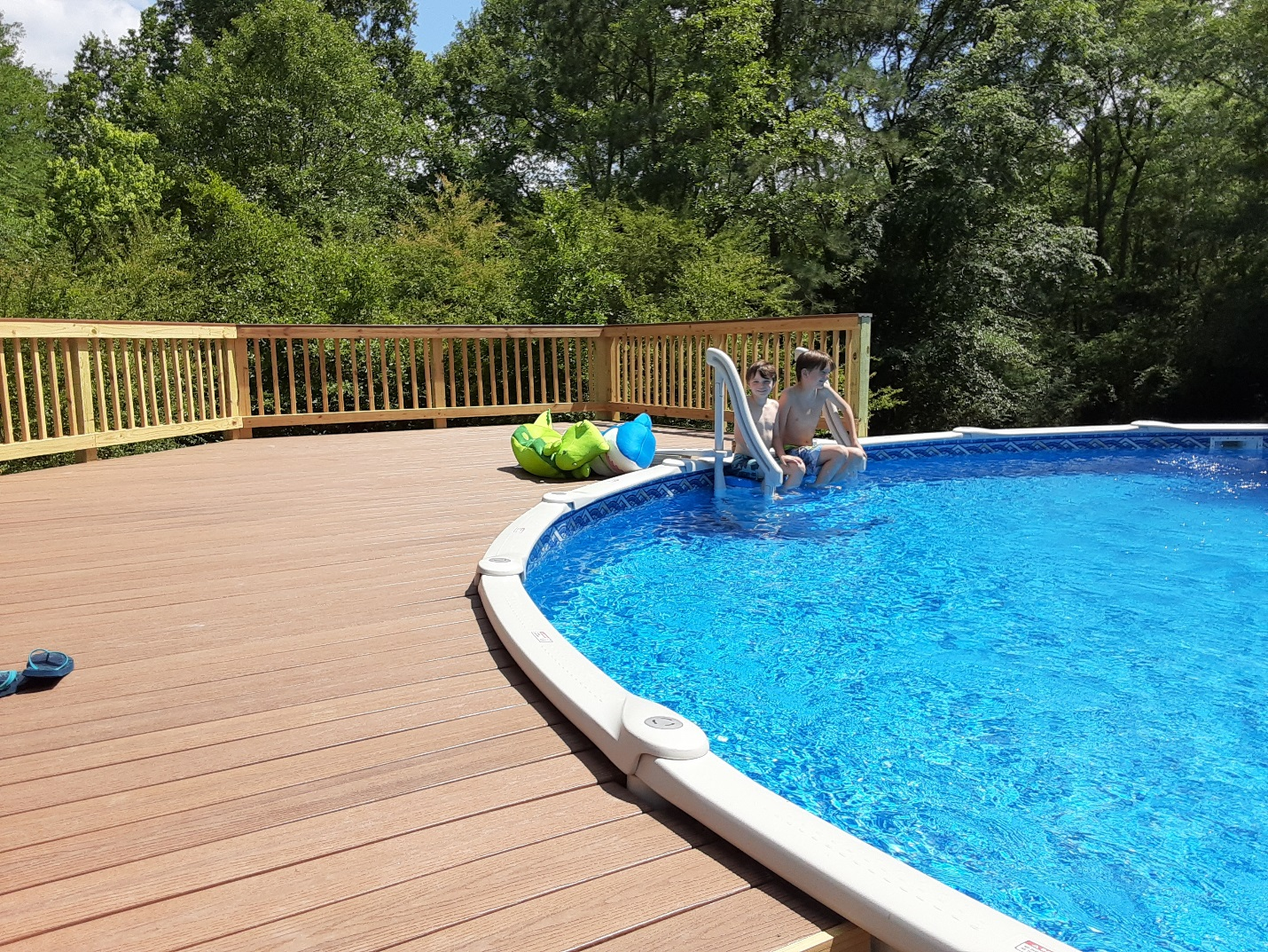 Low-maintenance-composite-decking-means-more-time-for-enjoyment