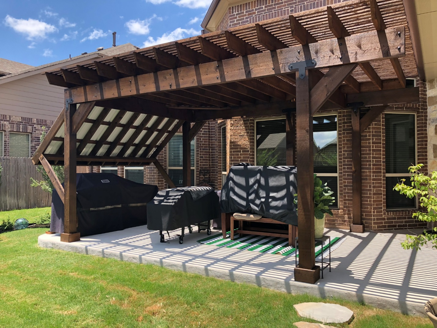 A-grand-backyard-means-grand-outdoor-living-enjoyment