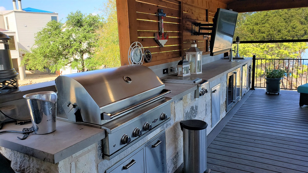 The-new-outdoor-kitchen-addition-is-loaded-with-creature-comforts
