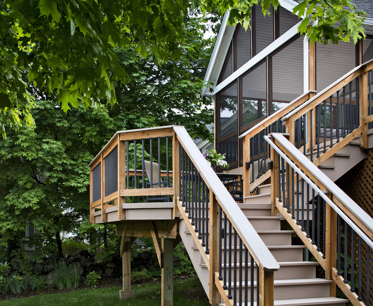 Elevated-screened-porch-and-deck-combination-design
