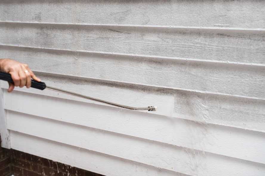 Gentle Pressure Washing of Siding