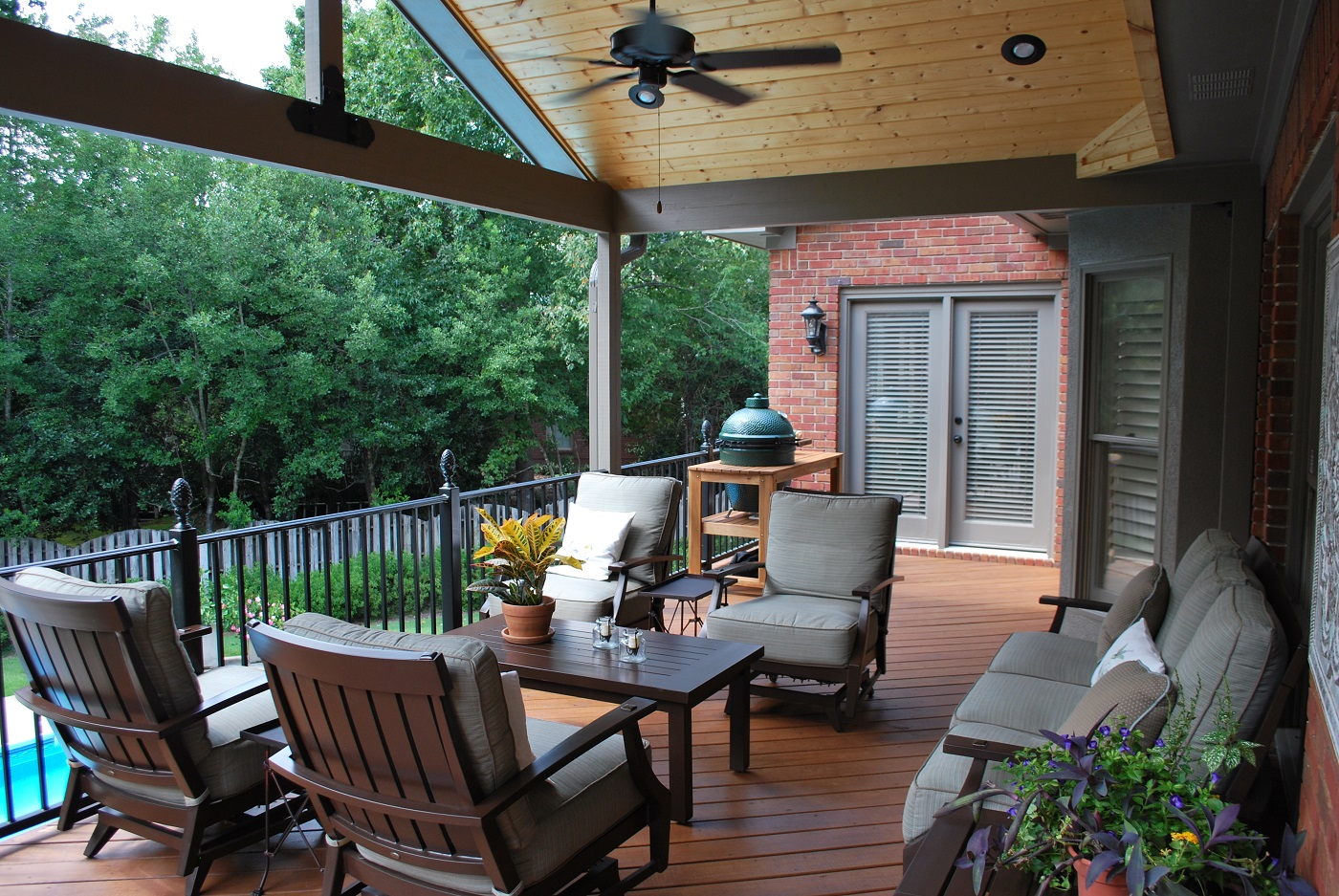 Stunning-open-porch-in-Birmingham-AL