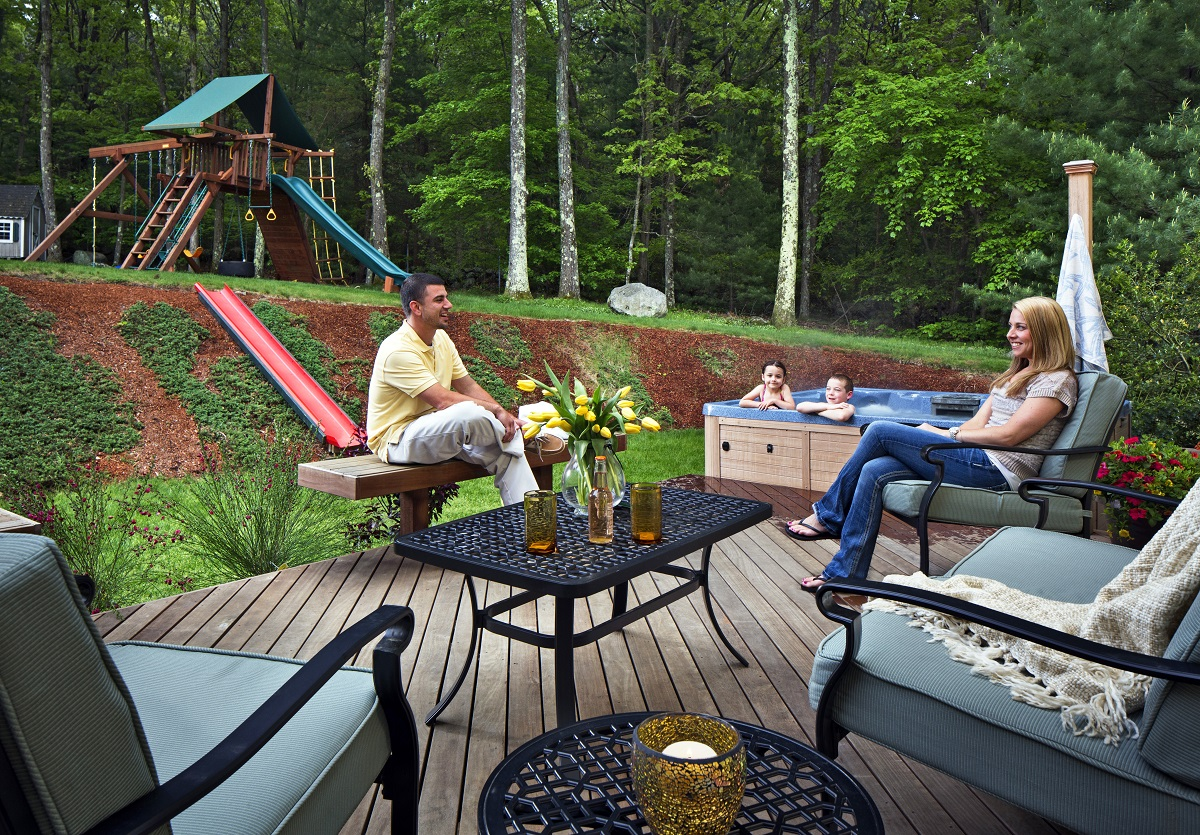 Deck-with-custom-bench-seating