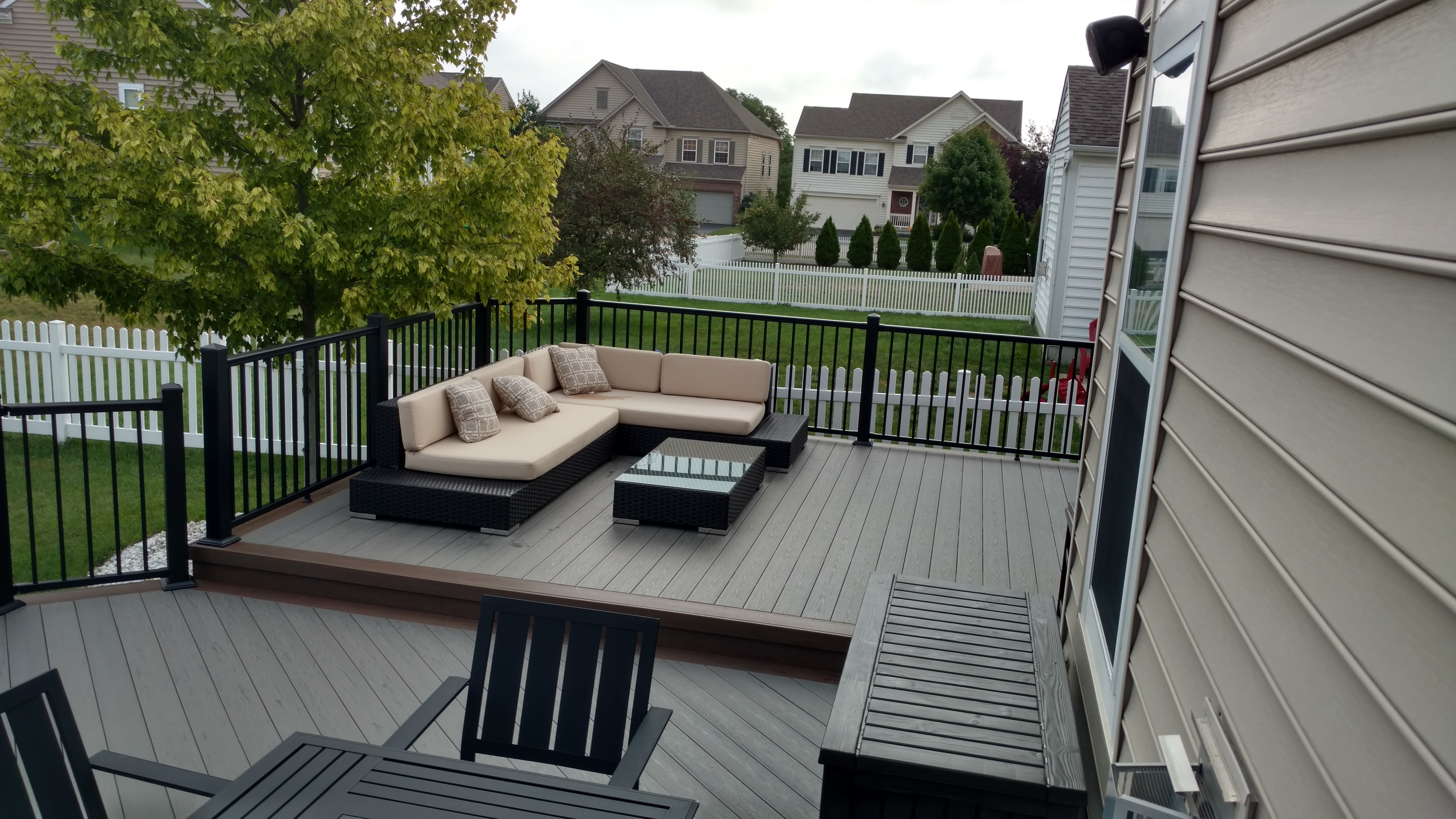 This-Grove-City-TimberTech-deck-design-by-Archadeck-of-Columbus-exudes-modern-appeal