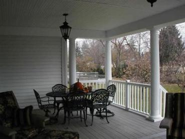 Front-porch-with-traditional-columns