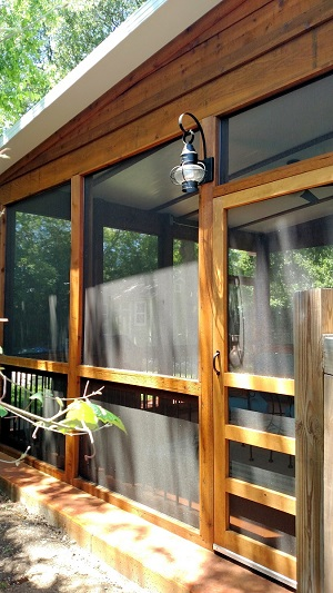With This South Austin Screened Room, People and Dog are
