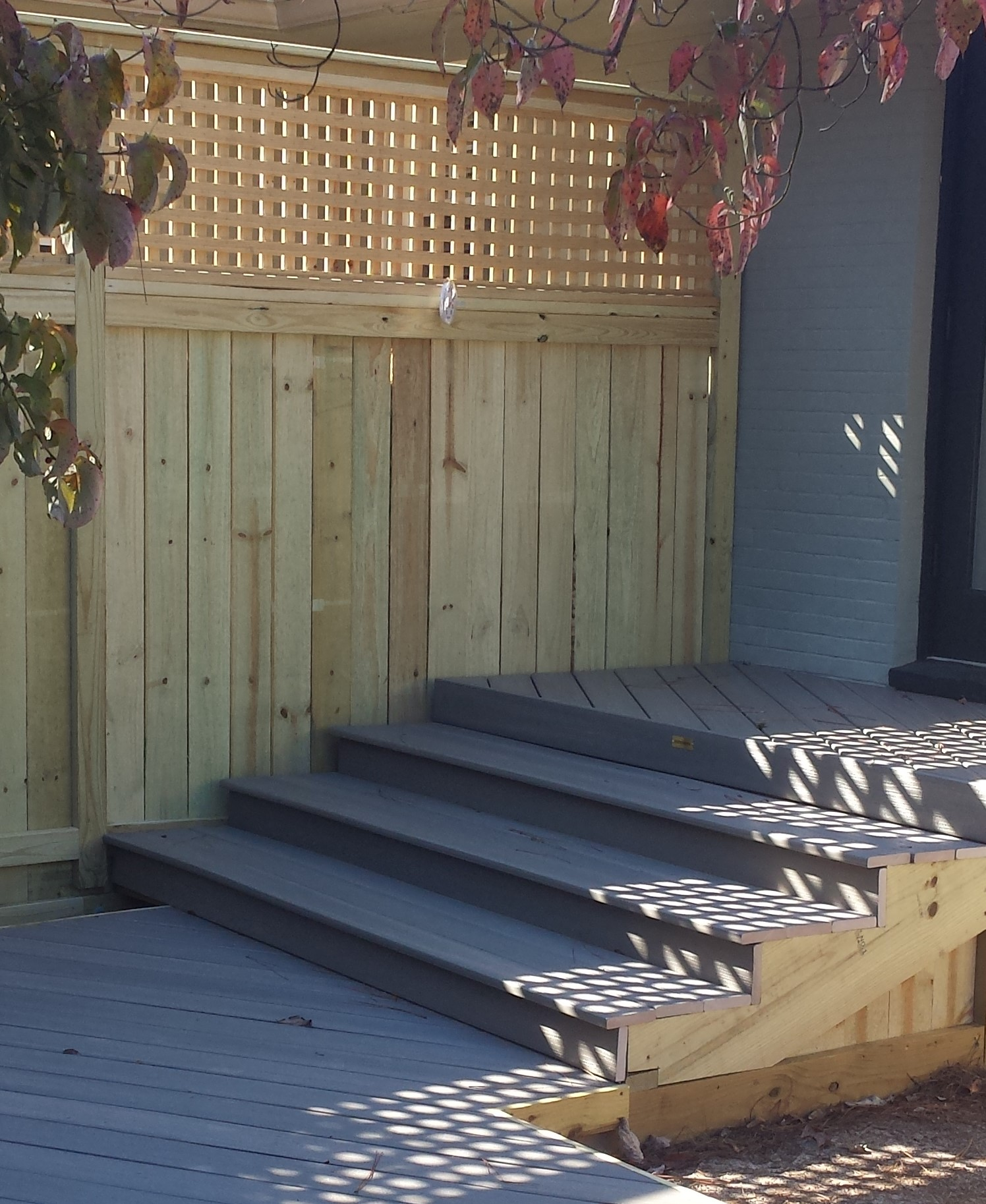 New-Fiberon-deck-and-wooden-privacy-wall