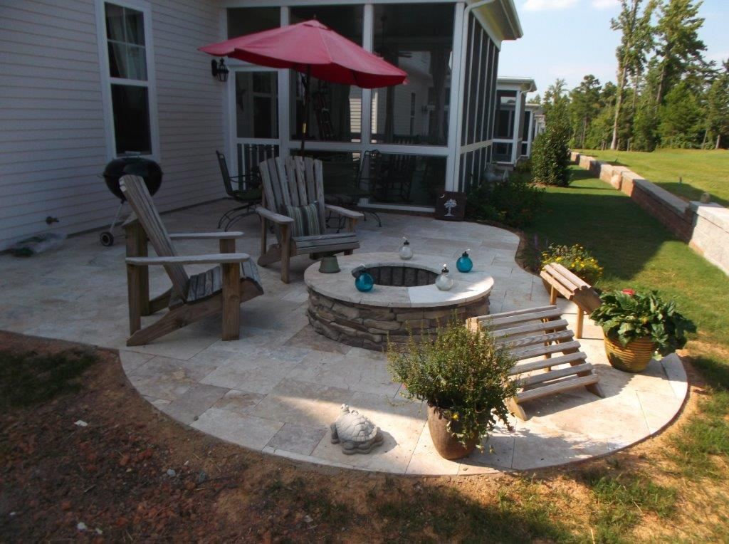 Fire-pit-on-curved-paver-patio