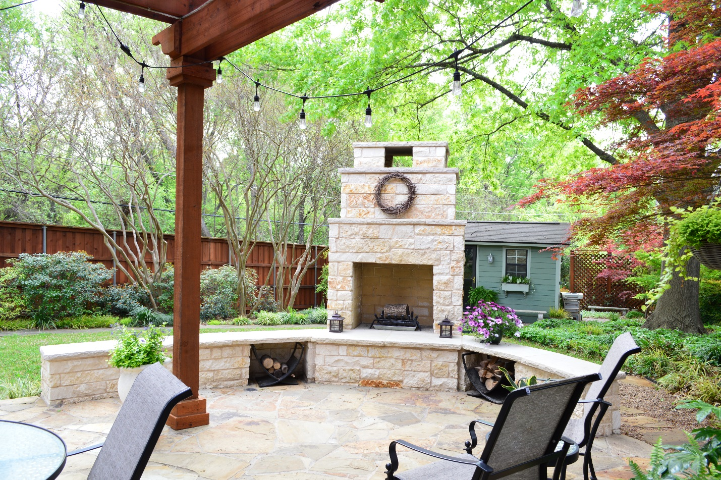 Dallas-flagstone-patio-with-outdoor-fireplace