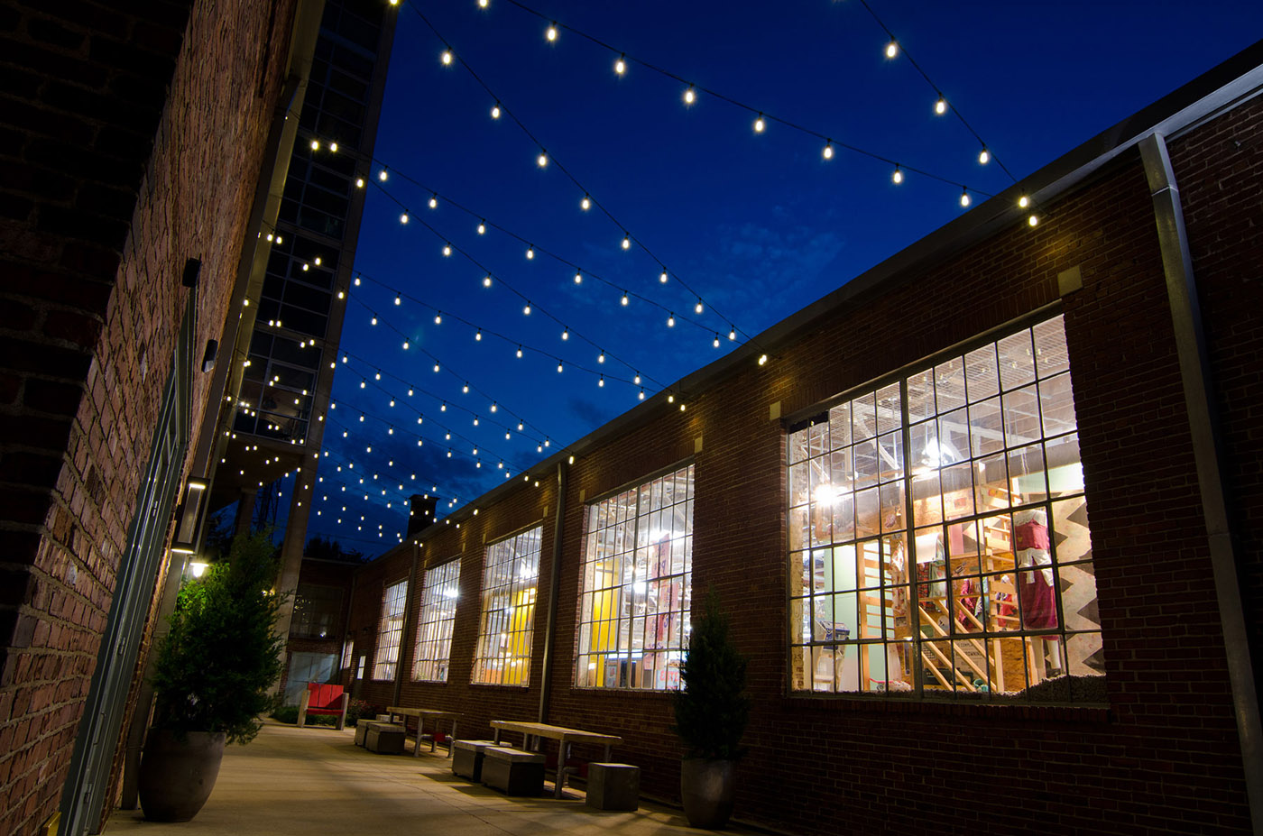 Outdoor Commercial Lighting Seattle commercial outdoor lighting perfect for every brick hospitality dining workwithnaturefo