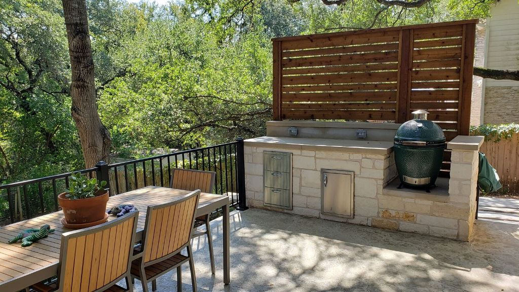 Look-at-this-nifty-new-outdoor-kitchen-area