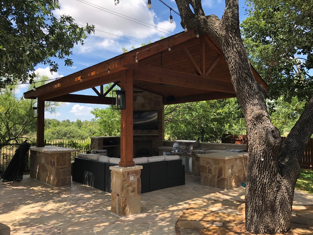 This-Round-Rock-Poolside-cabana-makes-a-statement