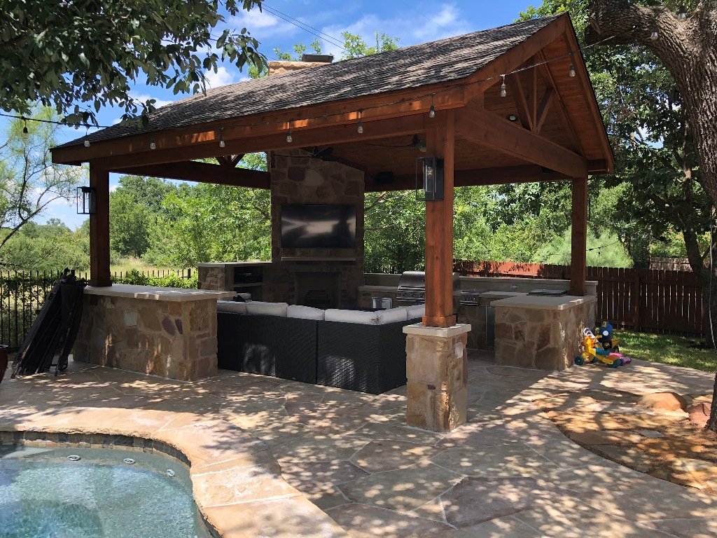Poolside-covered-patio-in-Round-Rock