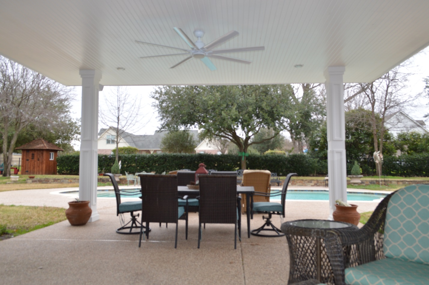 Poolside-patio-cover-in-Heath-TX