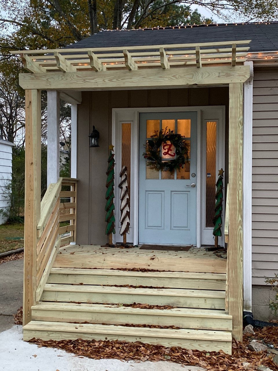 Warm-and-welcoming-front-entry-design