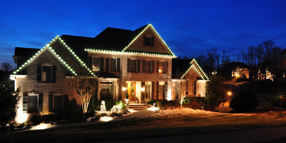 outdoor Christmas lighting installer