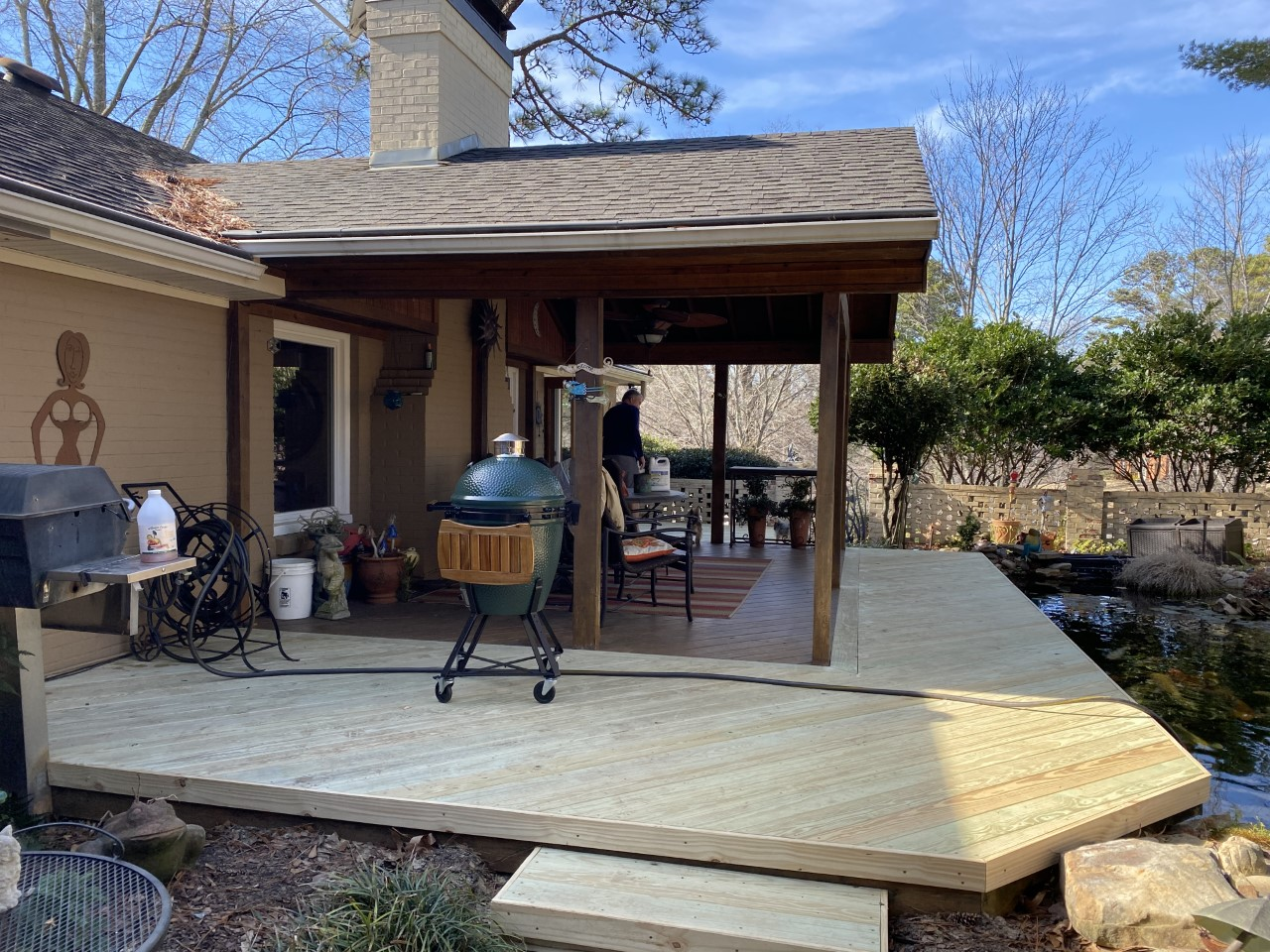 Outdoor-entertaining-is-easy-on-this-versatile-deck