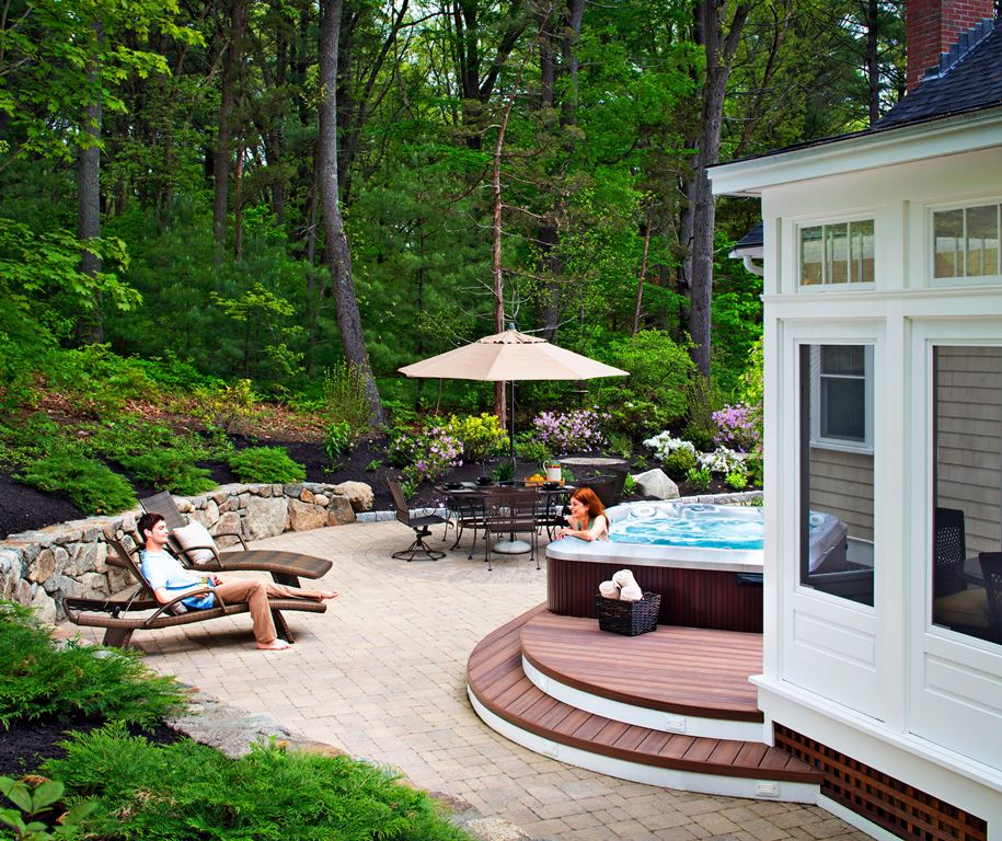 This-outdoor-living-combination-in-Beverly-MA-serves-as-the-perfect-backyard-retreat