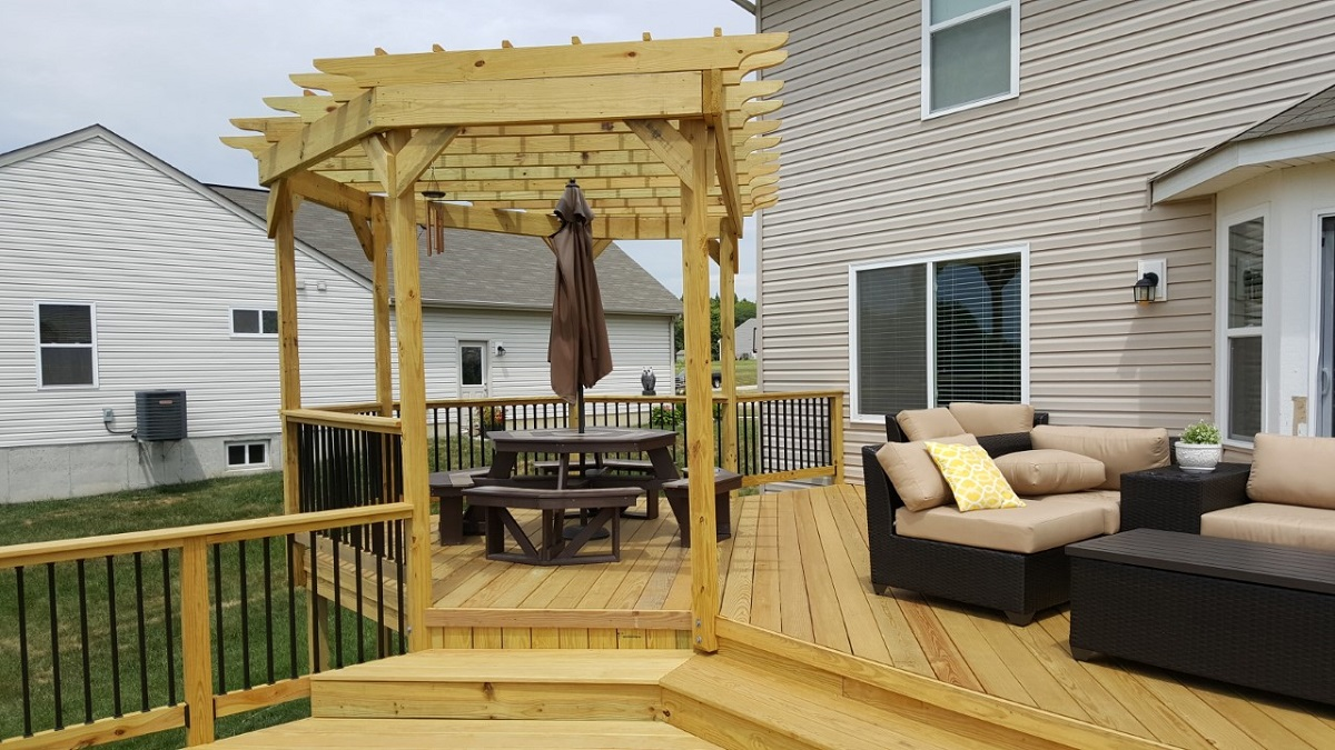 Designing Your Custom Deck And Pergola Together