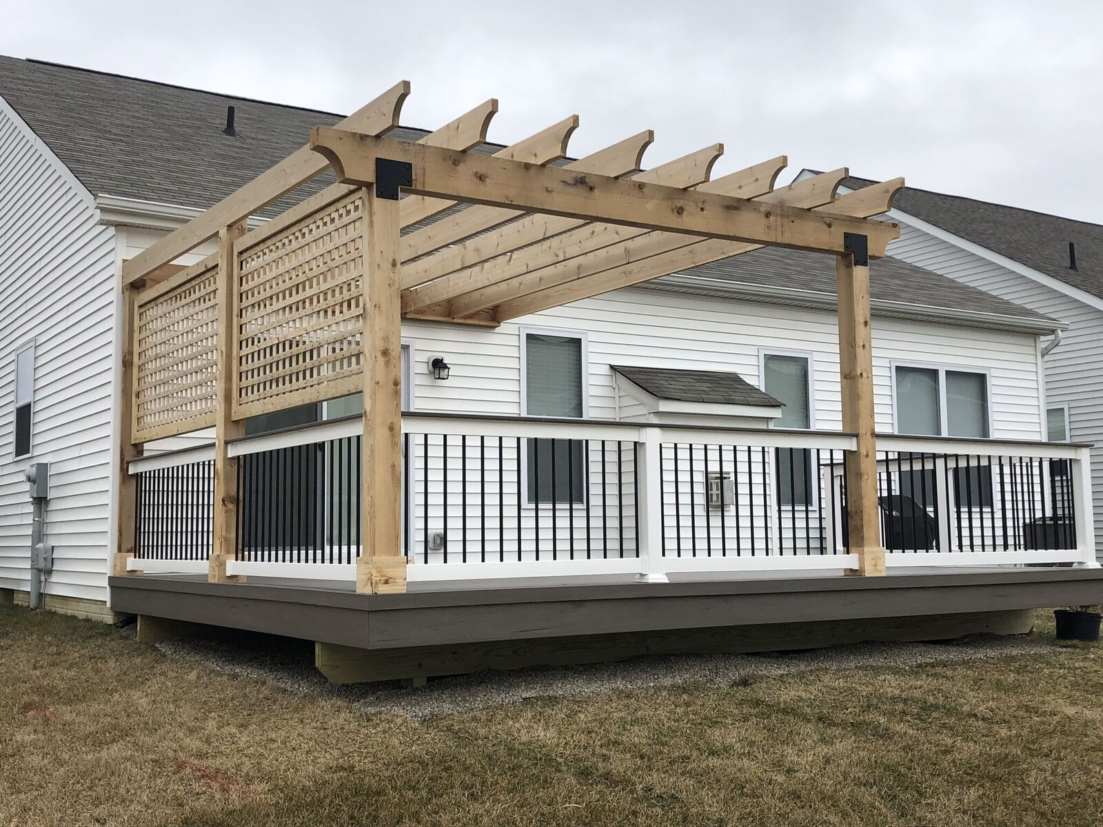 Westerville-OH-deck-and-pergola-combination