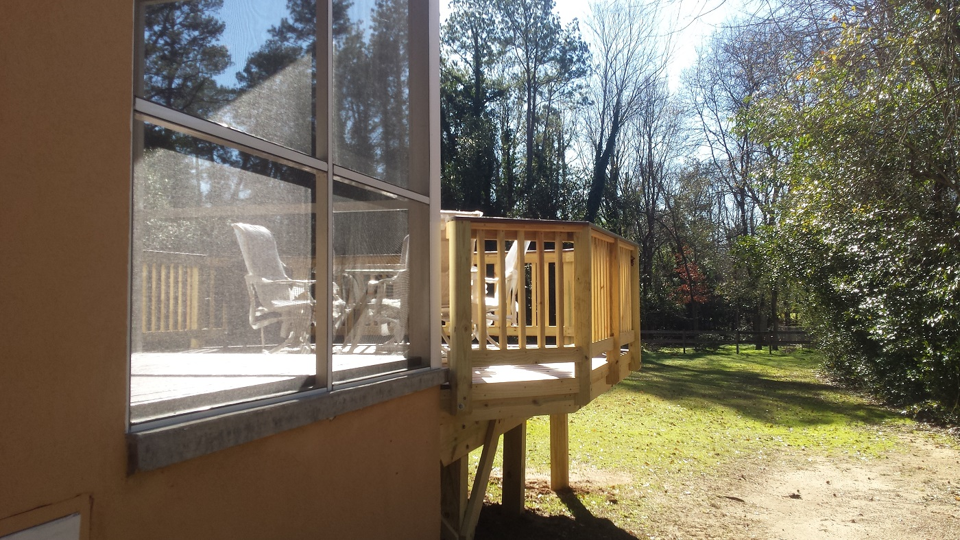 Side-view-of-new-deck-and-screened-porch