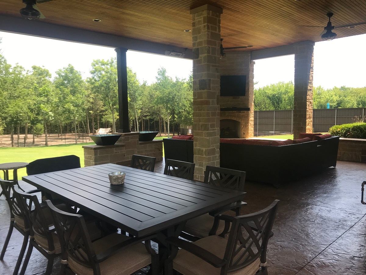elegant-and-spacious-covered-patio