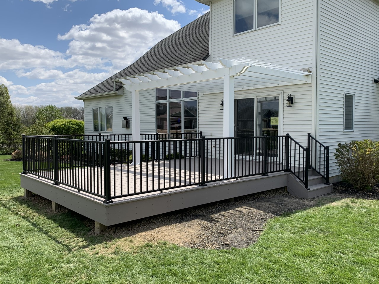Decatur-IN-low-maintenance-deck-and-pergola-by-Archadeck-of-Fort-Wayne
