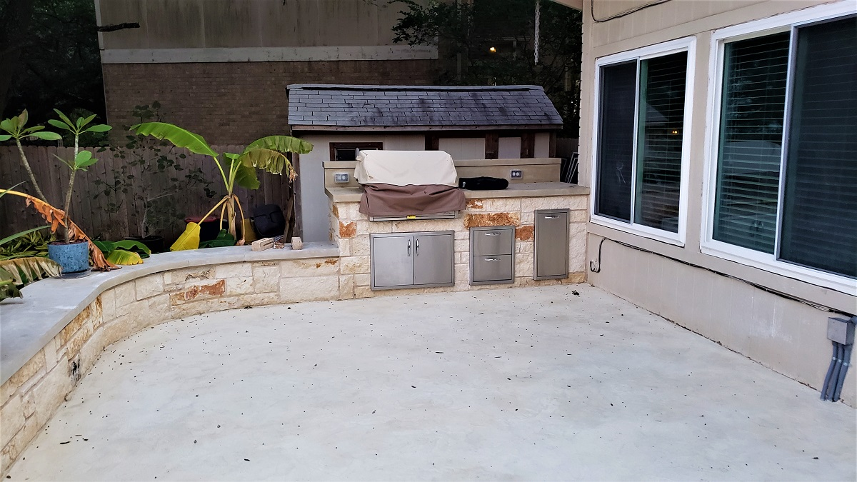 New-patio-with-outdoor-kitchen