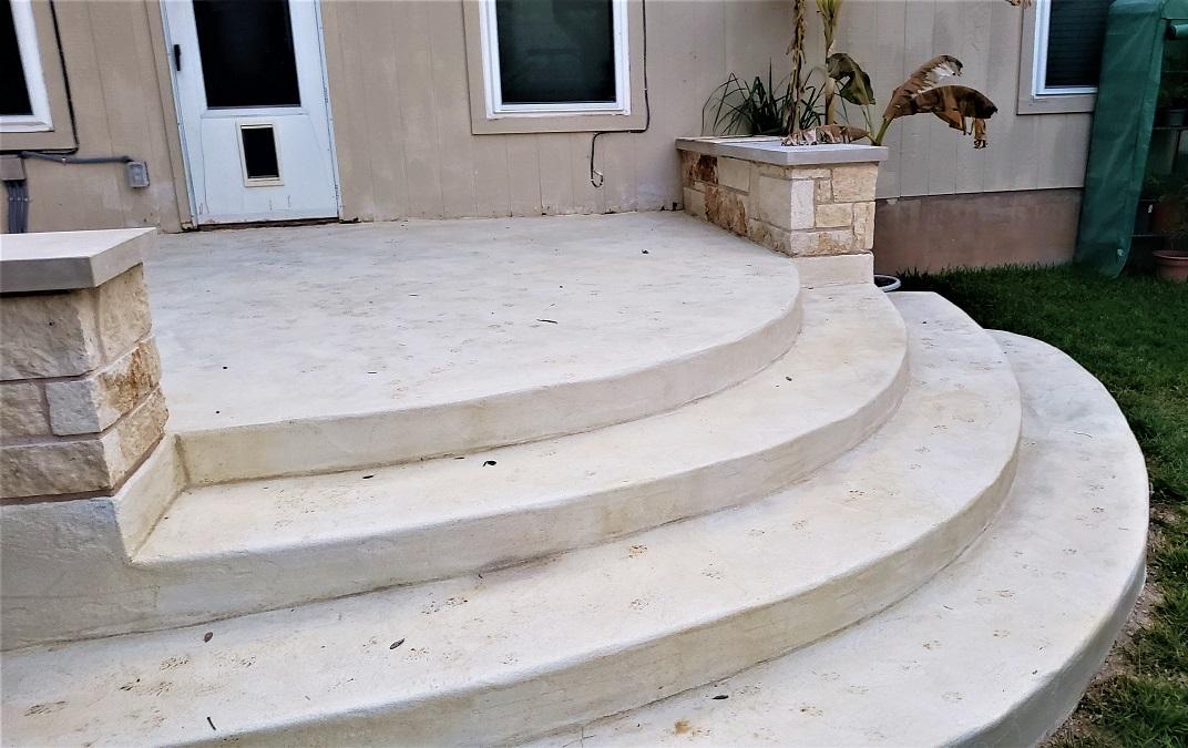 Wide-radius-stairs
